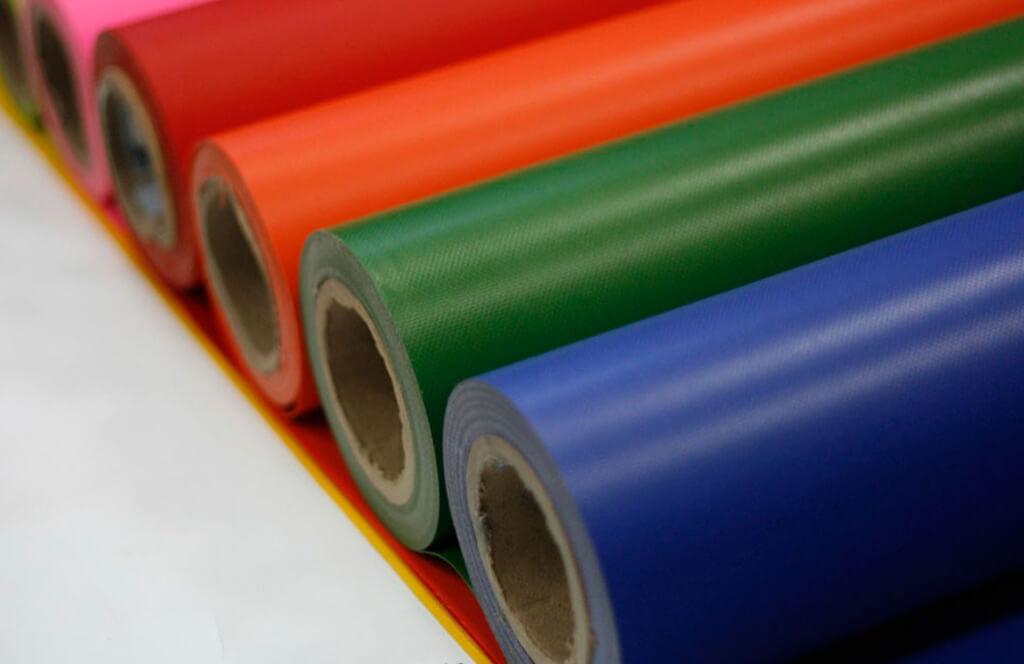 plásticos coloridos