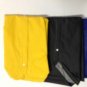 Capa de chuva amarela e preta