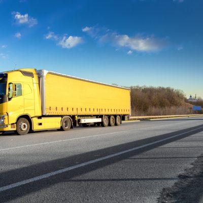 foto de caçamba com lona encerada para caminhão